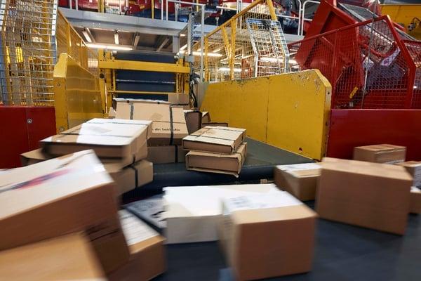Image of several moving parcels on a sortation system
